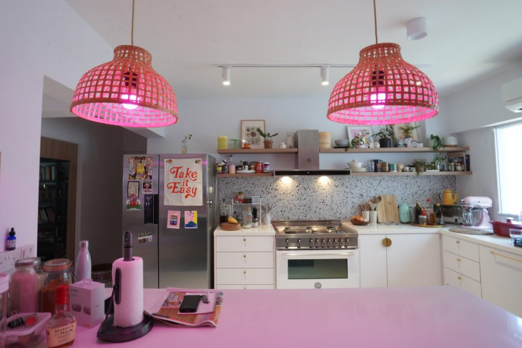Setting different moods at the dining area with VIO Colourplay Brixton smart bulbs